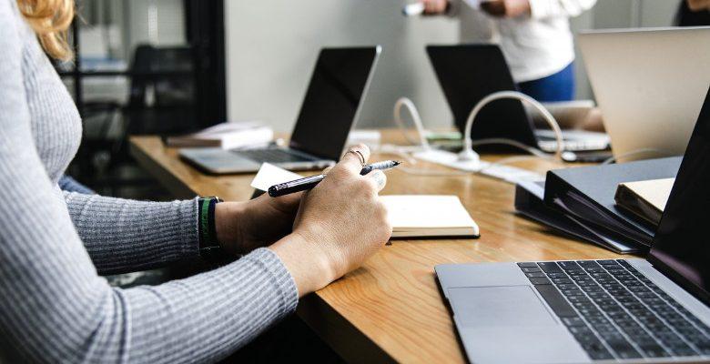 Permanence téléphonique externalisée : quels avantages pour une PME ?